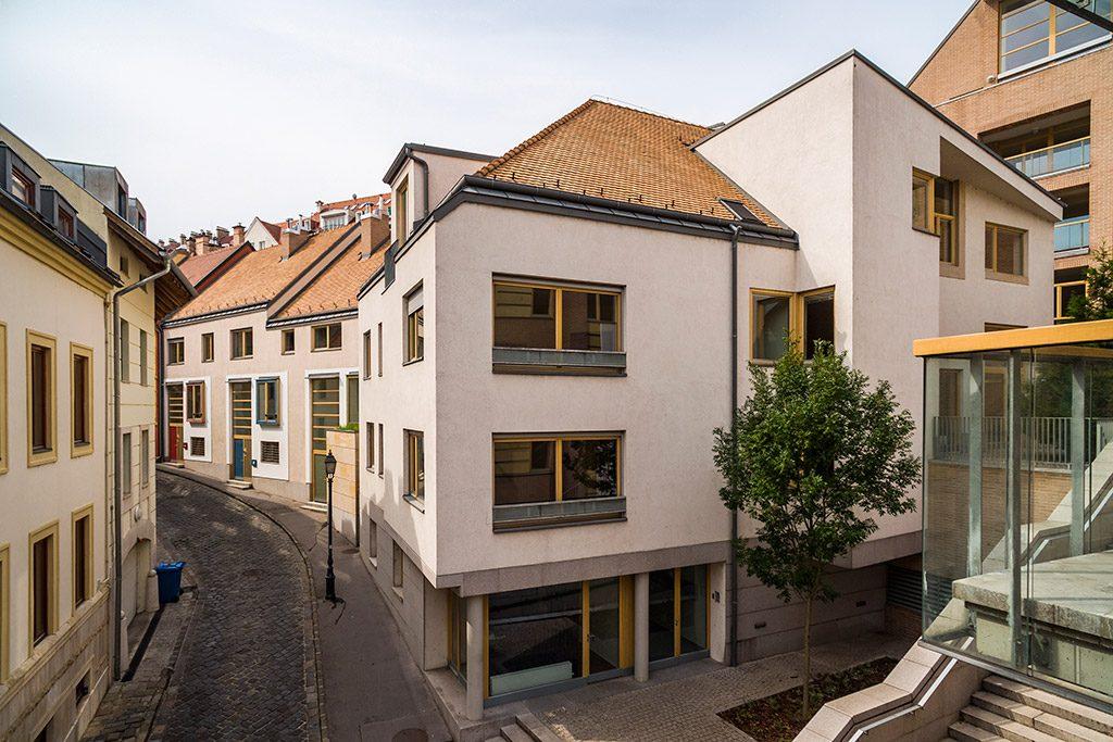 megnyitott-a-bastion-residence